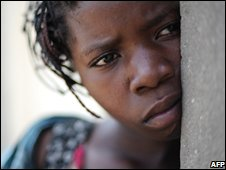 A 10year old girl who was raped waits for medical treatment in Goma, DRC (24/11/2008)