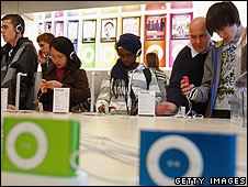 People buying iPods