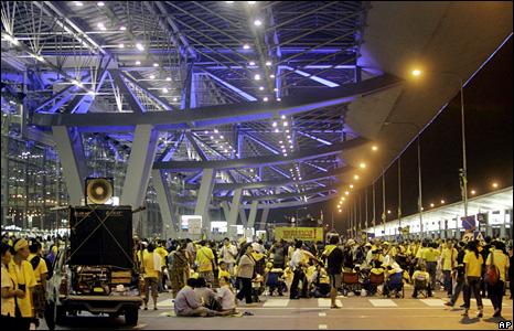 PAD supporters inside Suvarnabhumi airport
