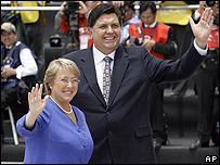 Michelle Bachelet, presidenta de Chile, junto a su par peruano, Alan García, durante la reciente cumbre de la APEC en Lima