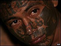 Supuesto miembro de los maras en El Salvador