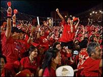 """""""Camisas rojas"""" partidarios del gobierno."""