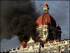 Flames and black smoke billow from the Taj Mahal Palace hotel, Mumbai, on 27/11/08 