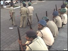 Troops outside Trident hotel, Mumbai