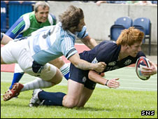 Roddy Grant scores a try against Argentina