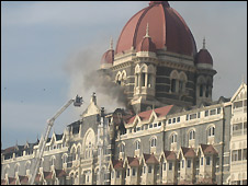 Smoke pours from Taj Mahal hotel - 27/11/2008