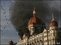 Hotel Taj Mahal en llamas