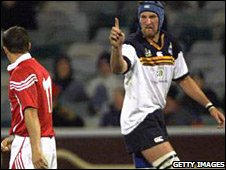 'The Plank' Justin Harrison squares up to Austin Healey on the 2001 Lions tour