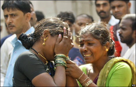 Woman grieves after the death of relatives in Mumbai attacks, 27 November 2008