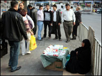 لاجئة عراقية تبيع السجائر في عمان بالاردن