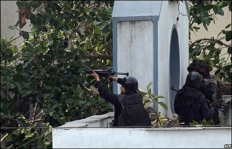 An Indian National Security Guard commando fires on militants in Nariman House from an adjoining building in Mumbai on November 28, 2008