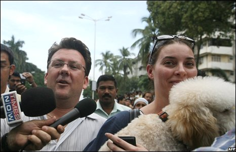 Freed hostages leave the Oberoi-Trident hotel in Mumbai on November 28, 2008