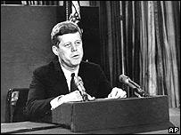 John F. Kennedy anuncia el bloqueo sobre Cuba