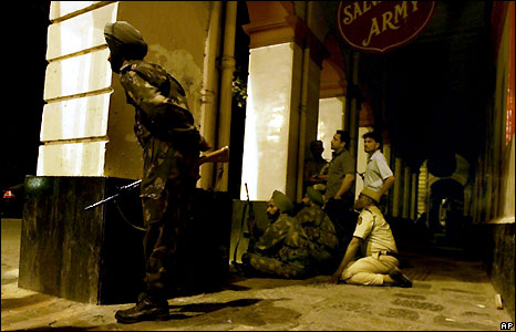 Indian soldiers keep guard outside the Taj Mahal hotel in Mumbai on Friday evening - 28/11/2008