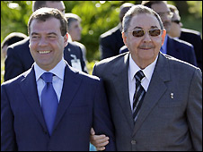 Dmitry Medvedev (L) and Raul Castro in Havana - 28/11/2008