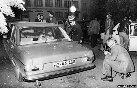 Police examine car in which Hans Martin Schleyer's body was found, 1977