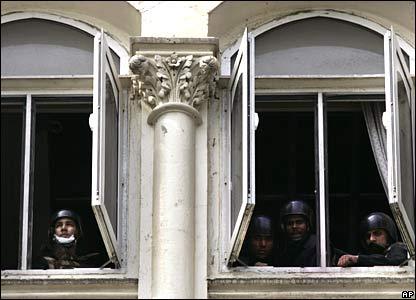 Commandos at windows of Taj Mahal hotel, 29/11/08