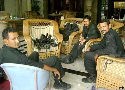 Commandos relax in lobby of Taj Mahal hotel, 29/11/08