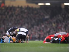 Stirling Mortlock and Jamie Roberts recieve treatment after their collison