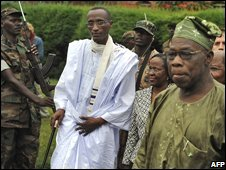 Gen Nkunda with UN envoy Olusegun Obasanjo in the eastern DRC town of Jomba 29/11/2008