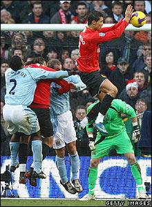 Ronaldo handles the ball in the City area