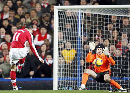 Arsenal's Robin van Persie scores the equaliser
