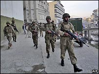 قوات باكستانية في بلدة بمنطقة وادي سوات