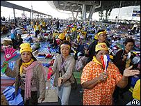 Manifestantes anti-gubernamentales en el aeropuerto de Suvarnabhumi en Bangkok