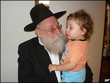 Orphan Moshe Holtzberg with his grandfather Shimon Rozenberg in Mumbai - 28/11/2008