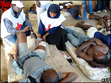 People being treated in Jos (November 2008)