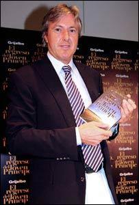 Roemmers en la presentación de su libro (Cortesía de Random House Mondadori Argentina)
