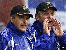 Livingston manager Roberto Landi (left)