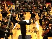 Imagen del video en YouTube mostrando la composición de Tan Dun