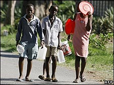 Zimbabwean children in search of water