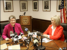 Arizona Governor Janet Napolitano (left) and Arizona Secretary of State Jan Brewer