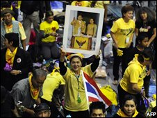 Protesters hold a portrait of the Thai king and queen at the international airport in Bangkok, 2 December 2008