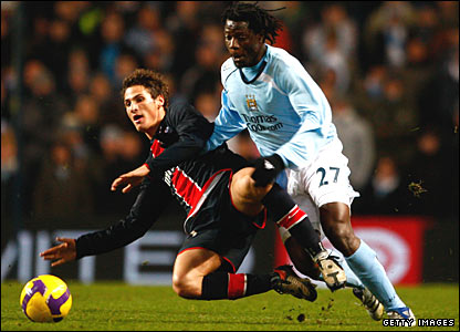 Jeremy Clement is tackled by Benjani Mwaruwari