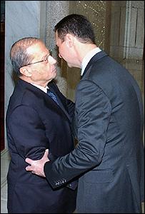 الرئيس السوري مستقبلا عون في قصر الشعب 03-12-2008