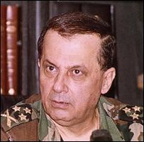 العماد عون باللباس العسكري 1991
