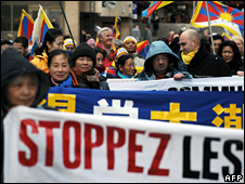 Pro-Tibet activists at a rally in Lyon calling for the protection of human rights (30 November 2008)