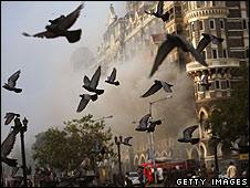 Smoke billows from the Taj Mahal Palace hotel in Mumbai on 29/11/08