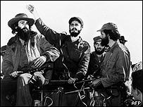 Fidel Castro junto a los líderes revolucionarios Camilo Cienfuegos y Huber Matos.