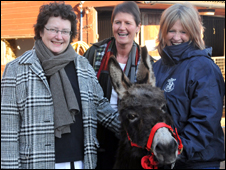 Christianne Glossop, chief vet (centre), Rural Affairs Minister Elin Jones [L] and Lizzie Ellis, Donkey Sanctuary