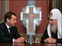 Alexis II (dcha.) y Dimitri Medvedev