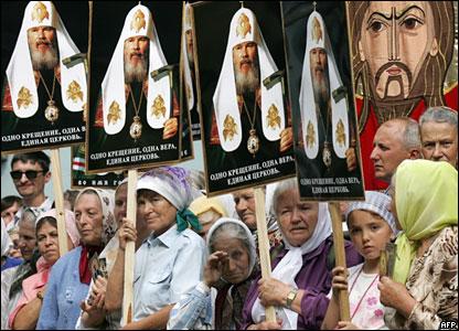 Православные на Украине с портретами Алексия Второго, Киев, июль 2008 года