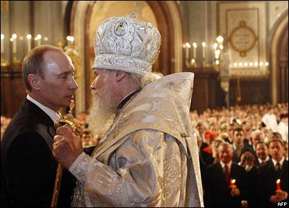 Владимир Путин и Алексий Второй на пасхальном богослужении в Храме Христа Спасителя, апрель 2008 года