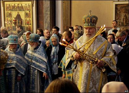Поминальное богослужение по жертвам Беслана в Донском монастыре, сентябрь 2005 года