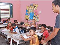 Ni�os cubanos en la escuela