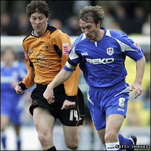 Anderton in action for Wolves, against David Livermore of Millwall