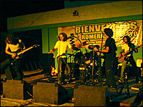 Grupo de rock en un festival cultural en Cuba  Foto: Manuel Toledo, BBC Mundo